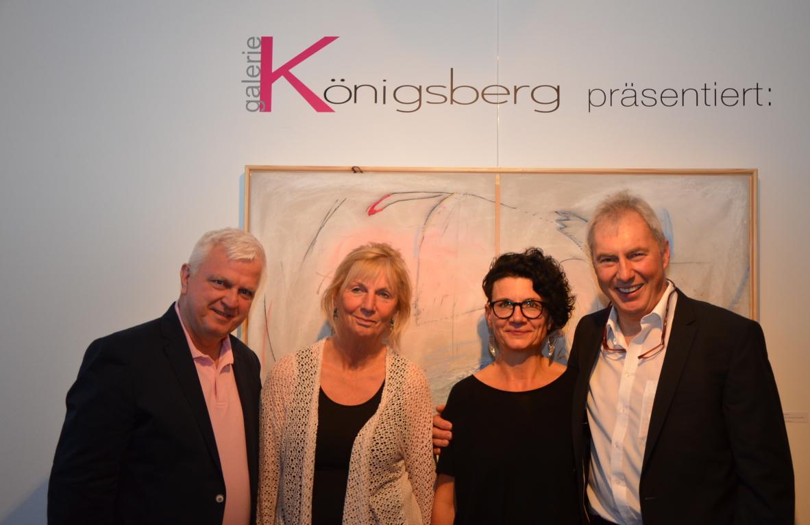 Die Gastgeber der Ausstellung Koni Oberhauser in der Galerie Königsberg